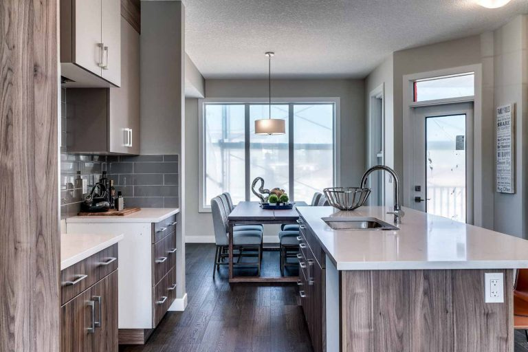 37_GREENBRIAR_ForSale_Calgary_Townhomes_MadisonAvenueGroup_QuickPossessions006-768x512