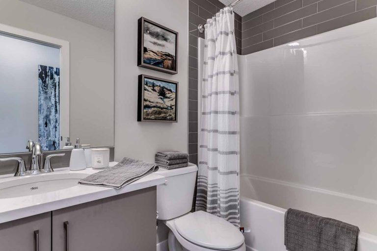 37_GREENBRIAR_ForSale_Calgary_Townhomes_MadisonAvenueGroup_QuickPossessions024-768x512